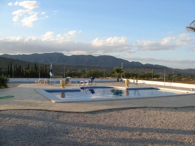 La Ponderosa Villa....Hondon De Los Frailes
