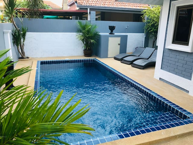 Villa 3 Bedroom with Private Pool near Walking St