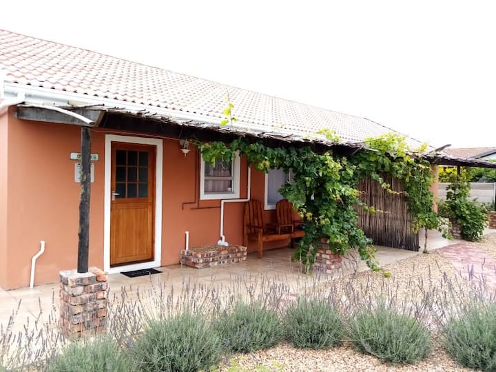 Little Sisters Self Catering Unit - IBHINO
