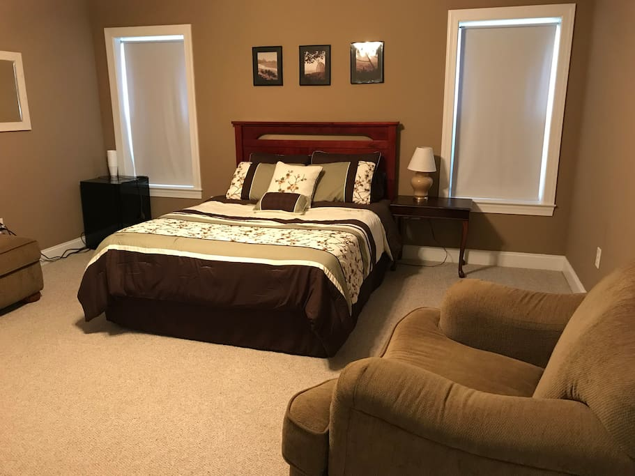 Private Bedroom with queen size bed.