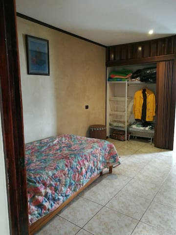 Private Room- 20min from Airport - Heredia - House