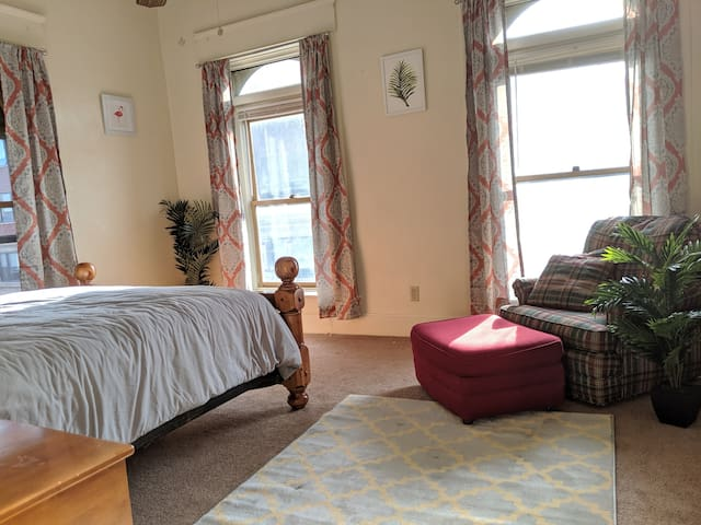 Spacious 2BR in the Heart of Downtown Davenport