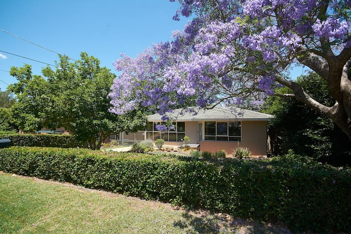 Light Space Privacy entire 3 BR house  Castle Hill