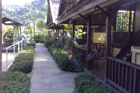ac room in the midst of cottages near the shore - El Nido