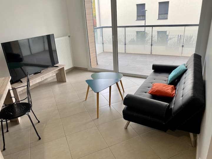 Nice furnished apartment / Bel appartement meublé