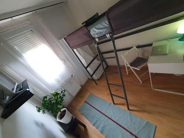 Budget Cozy Single room - Green Budapest