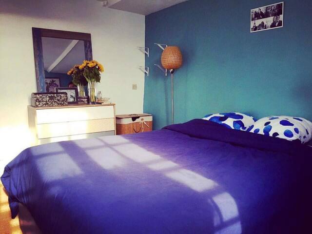 Chambre à coucher, lit queen 2 places 160x190, armoire penderie