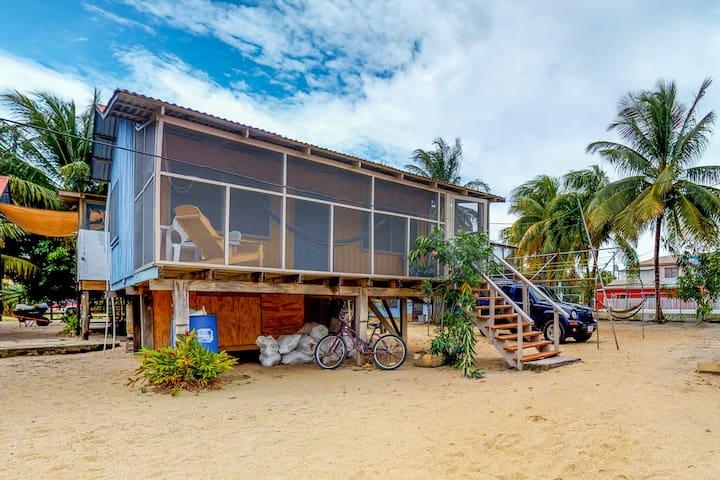 Charming cabana w/ large screened-in porch & hammock - near the beach!