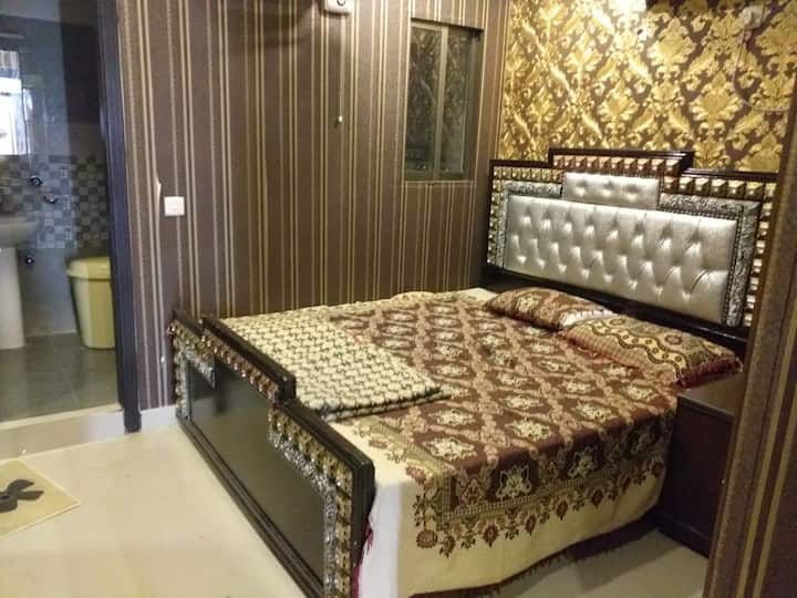 2 Bed apartment for rent phase 4 bahria Town