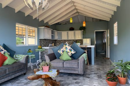 Story by the Sea Villa: Ocean View Apartment