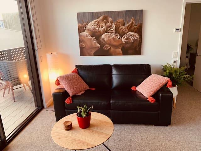 ABSOLUTE CITY CENTRE - Modern sleek apartment