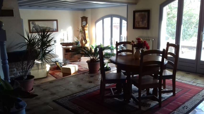 Maison calme et spacieuse - Saint-Genis-les-Ollières - Haus