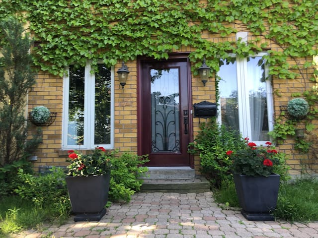 Charming House in Etobicoke!
