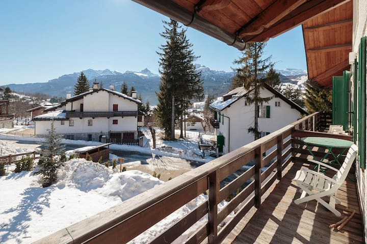 Splendid apartment 7 mins walk from centre of town