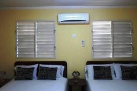 Habitacion a Solo Minutos de Cayo Coco  Moron 9H1 - Morón - Bed & Breakfast