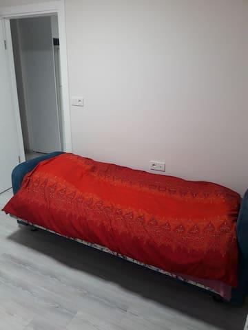 İzmir Bornova'da Yeni Binada Butik Oda