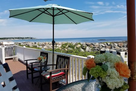 Ocean Front Family Cottage - Hampton - Talo
