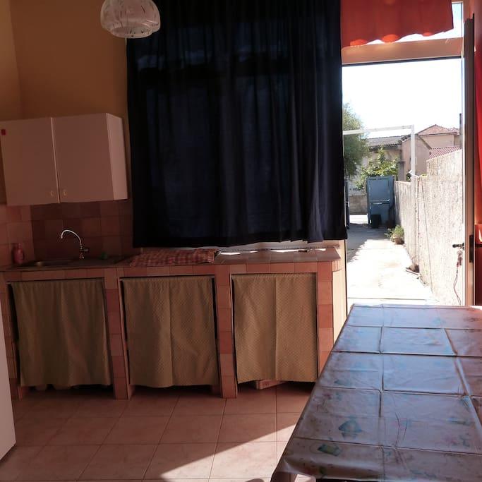 Casa indipendente in centro paese con cortile for Casa a forma di u con cortile
