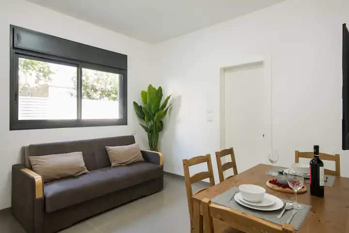 Modern 2BR Flat within 2 min Walk from the Beach