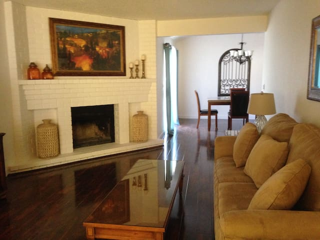 $1000 WEEK MAY SPECIAL! 2 BED, 2 BA, 2 CAR GARAGE! - Citrus Heights - Dom
