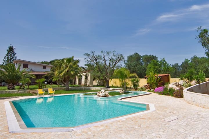 Tenuta Placella in olive grove, with swimming pool - Carovigno - Casa de campo