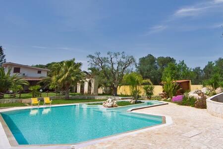 Tenuta Placella in olive grove, with swimming pool - Carovigno - Villa