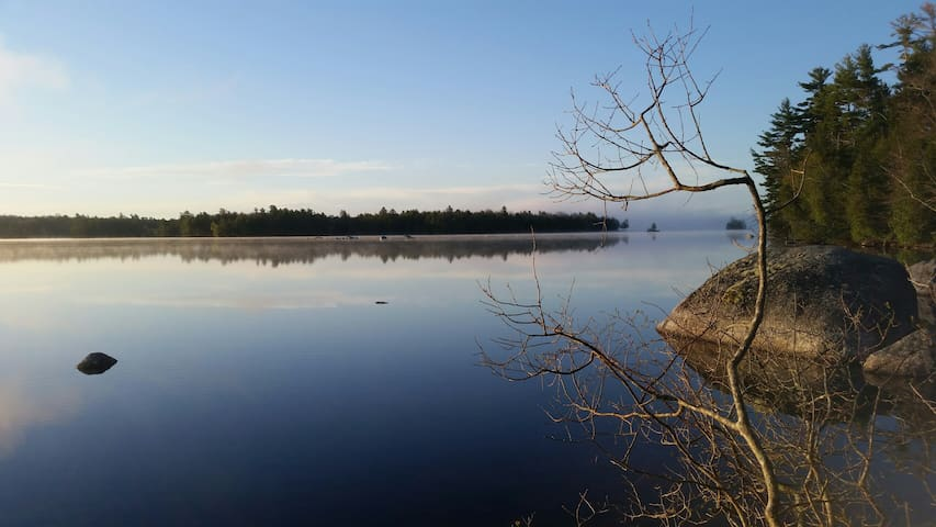 180 degrees of stunning views. 4 kayaks provided free with rental to explore this 9 mile long pond.