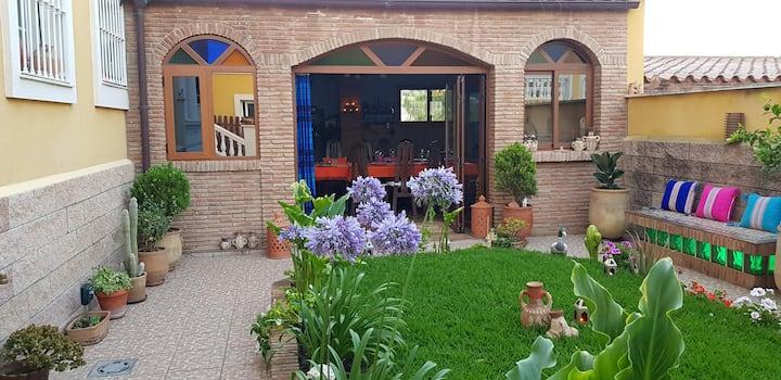 Lugar muy tranquilo y acogedor. Pérgola y jardín.
