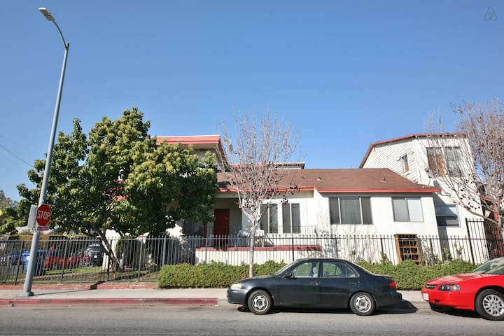 Cute Hollywood 1 Bedroom Apartment