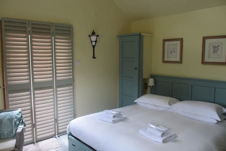 HOP BINE STUDIO  -  Self Catering  5*Star Gold - Benenden
