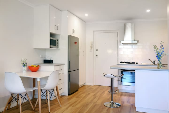 Beach Apartment - fully renovated! - Mosman Park - Apartamento