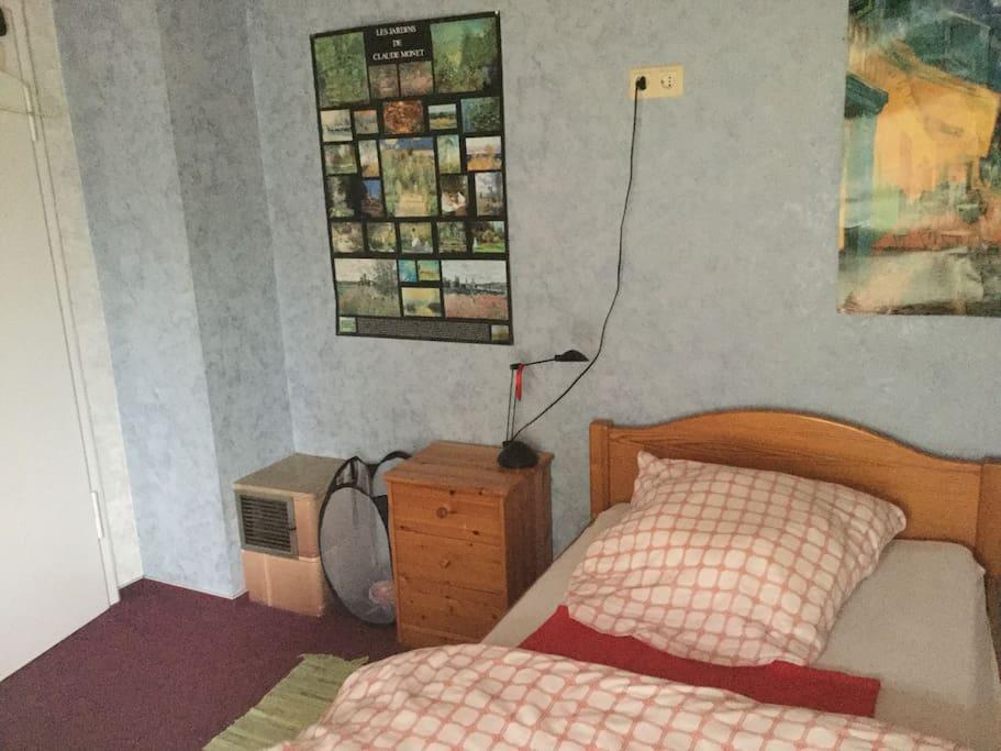 Kleines ruhiges Zimmer mit Balkon Houses for Rent in