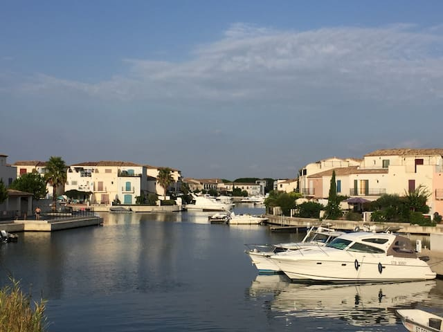 Luxury Aigues Mortes Villa on Marina,Pool,WiFi &AC