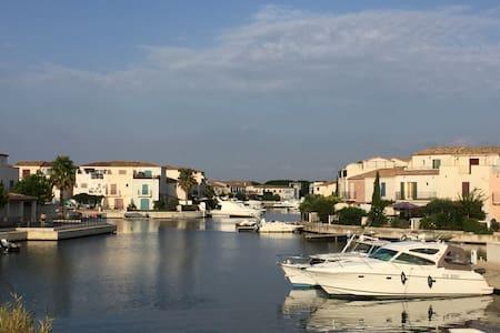 Luxury Aigues Mortes Villa on Marina,Pool,WiFi &AC - Aigues-Mortes