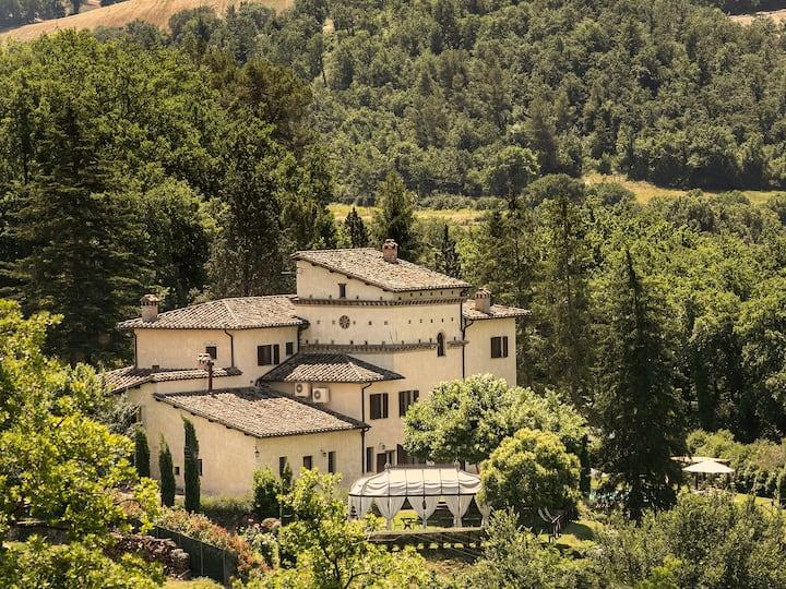 Luxurious Italian Villa in Umbria