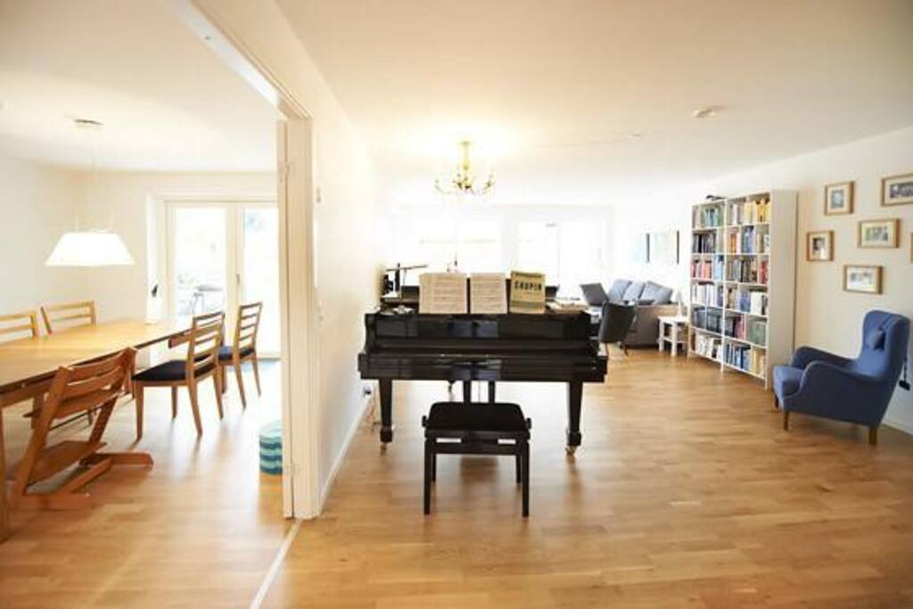 Living room with piano and sofa / TV and view to kitchen's eating place