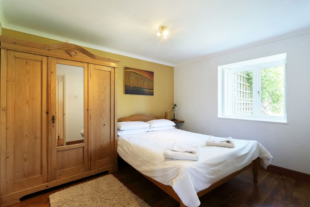 Double bedroom with kingsize bed