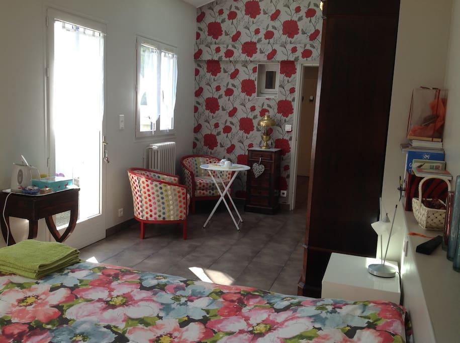 Chambre calme,lumineuse & spacieuse avec vue sur le jardin