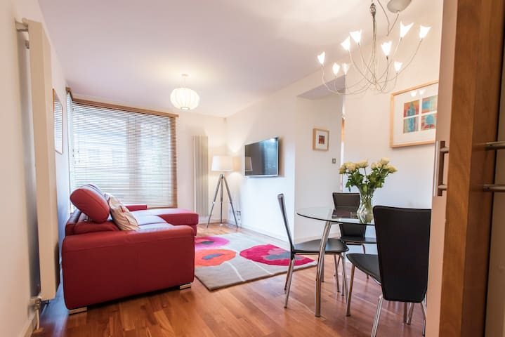 Stunning apartment off Royal Mile (Free parking)
