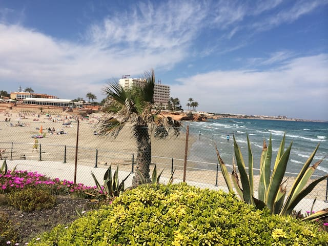 Seafront boutique 2 bed apt at La Zenia sand beach - La Zenia - Apartamento