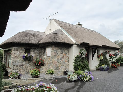 Cloch Na Scith Thatched Cottage