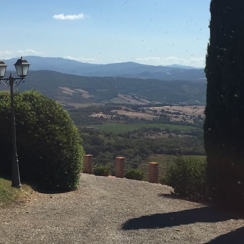 Dramatic sea view panorama off the countryside - Suvereto - House