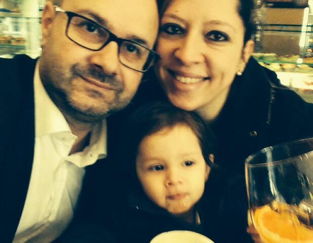 """La nostra famiglia ( ma in questa foto manca il componente più piccolo"""" Tommaso""""!)"""