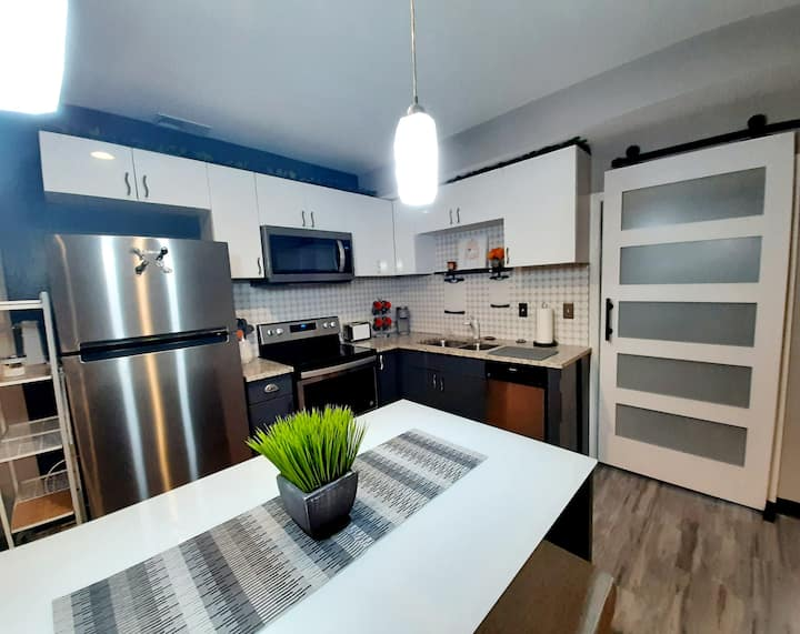 NEWLY RENOVATED Very Spacious Short-Term Rental
