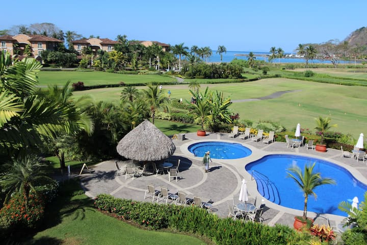 Luxury 3BR Los Sueños Condo Golf Cart Included