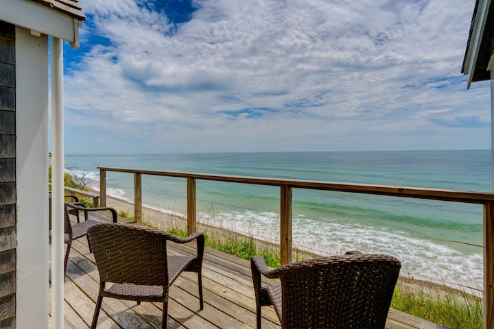 Oceanfront home w/deck, amazing sunset views & beach access-dogs OK