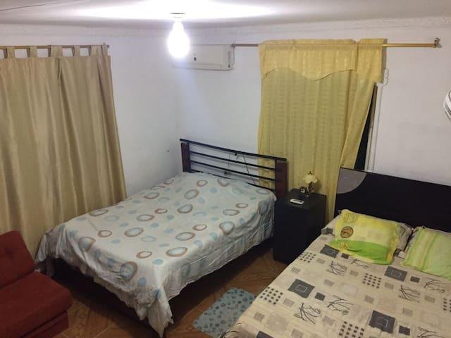 Contamos con habitaciones muy cómodas, tienes opción de aire Acondicionado o Ventilador.