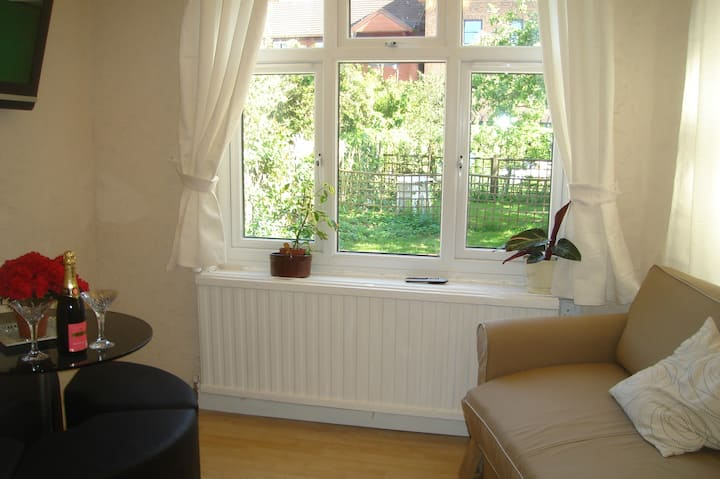 Lovely garden studio in Wimbledon with fast wifi