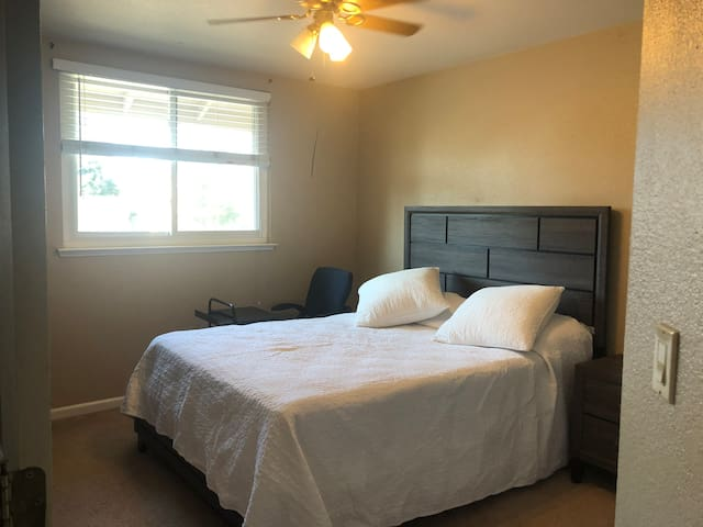 Clean and Private Room with Queen Bed