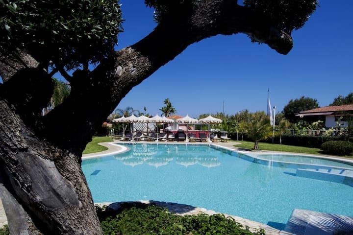 Villa 5 posti in residence sul mare - con piscina - Marina di Zambrone - House